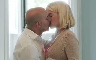 《天鹅绒早晨》预告片 有妇男偷情变故进退两难
