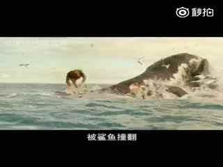 小片片说大片片 比基尼美女和鲨鱼浪里个浪 一分钟看完逃生电影《鲨滩》