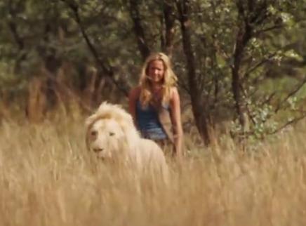 《白狮奇缘》终极预告 珍稀白狮带你感受震撼自然力量