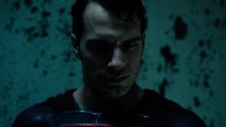 怎么打着打着超人就成了钢铁?
