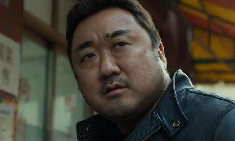 《犯罪都市》预告片 马东锡尹启相警匪对决