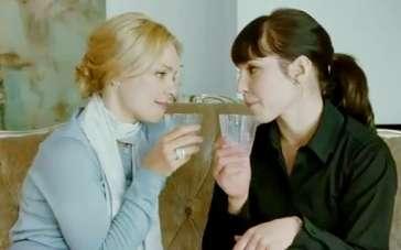 《激情》中文片段 两女独处一室微妙氛围暧昧丛生
