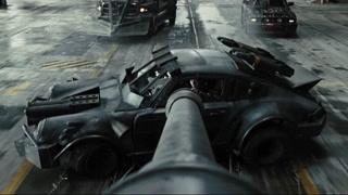 大个装甲车霸道出场
