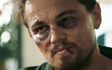 《谎言之躯》血腥片段 莱昂纳多受拷打临危被救