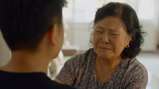 张小龙回家看望母亲