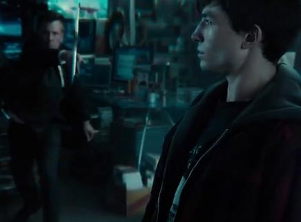 《正义联盟》先导预告 蝙蝠侠集结超级英雄保卫地球