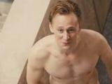 《摩天大楼》精彩片段 抖森裸晒遭西耶娜调戏