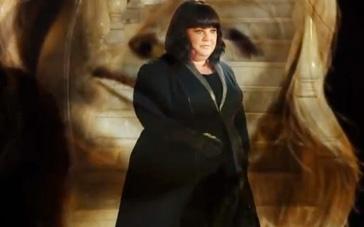 《间谍》主题曲MV 梅丽莎化身黑超特工出生入死