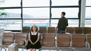 徐梓潼坐在机场有些恍惚
