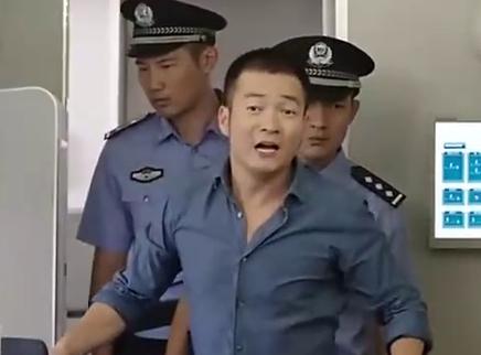 《擦枪走火》片段:喻恩泰为追回倪虹洁拦截飞机