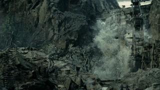 树人用水攻击半兽人 敌军被冲的四处乱窜