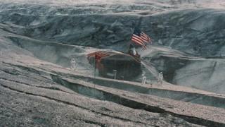 男主一行人走到了同伴驻地 美国真是想把全宇宙都插上他们的国旗