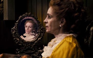 《魔镜魔镜》片段 女巫罗伯茨派恶龙袭击白雪公主