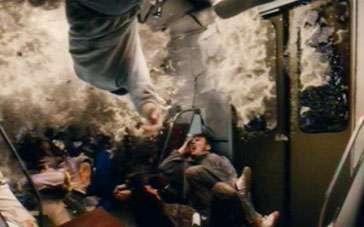 《夺命地铁》终极预告片 黑暗隧道乘客生死挣扎