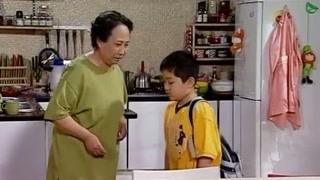 小雨放学回家就找姥姥求救,刘星一回来吓得躲桌子下