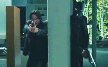 《疾速追杀》精彩片段 里维斯屋内枪战突袭士兵