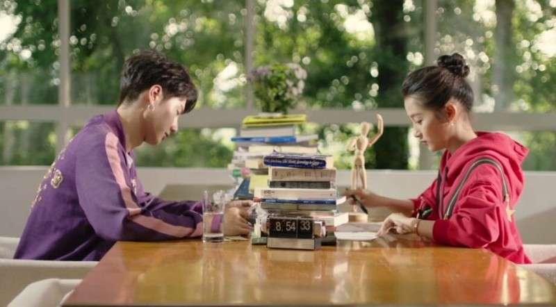 关晓彤王一博演绎《二次初恋》主题曲MV