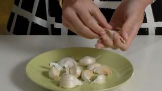 巧用微波炉的小技巧 炒鸡蛋剥大蒜烤坚果!