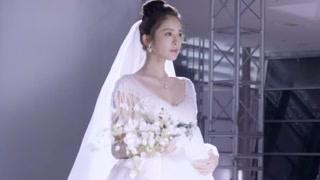 娜扎身穿婚纱压轴出场!手持风铃草的她美到让人窒息!