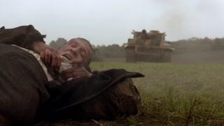 男子关键时刻牺牲自己,这样的勇气不是人人都有的!