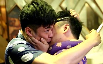 《一路向前》拍摄花絮 陈赫、陆海涛爆笑男男吻