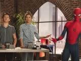 《蜘蛛侠:英雄归来》钢铁蜘蛛侠服特辑  小蜘蛛自嘲虽身怀绝技却不会游泳