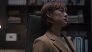 苏筱坐在办公室沉思