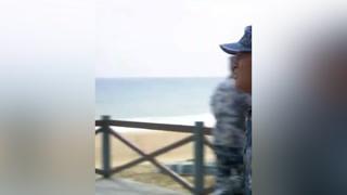 新兵把军旗弄丢,怎料正好赶上新领导视察 #火蓝刀锋  #杨志刚