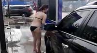 楼盘促销请比基尼美女为客户洗车 网友:这能洗干净吗?