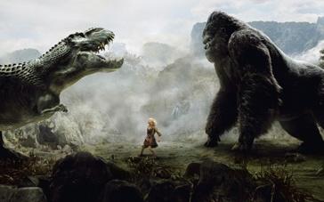 《金刚》精彩片段 悬崖峭壁间黑猩猩对决恶霸恐龙