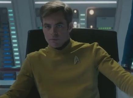 《星际迷航3:超越星辰》进取号毁灭片花 柯克舰长沉着指挥队员全力反攻