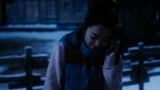 朴宝英打电话遇见一个人一直盯着她  吓得我拿出了防狼枪