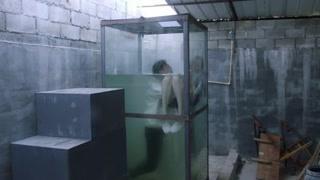 姜潮宋妍霏被毒犯关进封闭玻璃箱!危急时刻他出现了?