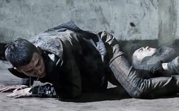 """《少年》发""""猎杀""""特辑 欧豪挨撞11次不言痛"""