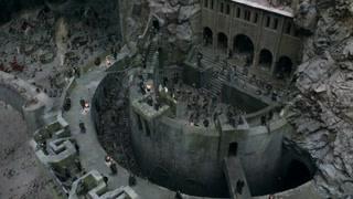 洛汗国成功撤退 古堡之内人满为患
