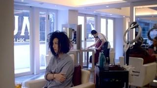 春娇和朋友一起做头发 这俩朋友是损友无误了