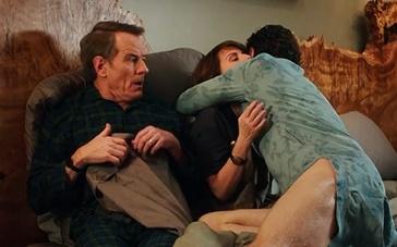 《为什么是他》片段 詹姆斯·弗兰科湿身拥抱岳母