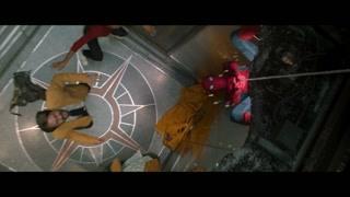 小蜘蛛竟然真的拉住了电梯 惊险一刻