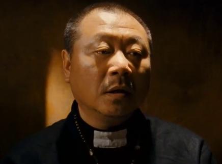 《黄金大劫案》范伟 友情客串神父 开口就不正经