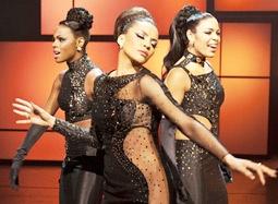 《闪耀的花火》中文预告 休斯顿银幕遗作炫酷励志