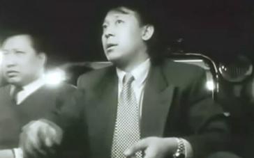 《阳光灿烂的日子》片段 影片结尾姜文串戏过把瘾