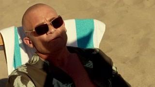 《明日传奇》罗里在阿鲁巴享受着沙滩阳光却遇到了穿越而来的凯撒