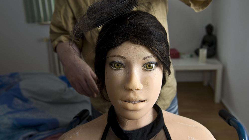 德国男子花6000欧将仿真娃娃买回家,从此对她的爱一发不可收拾!