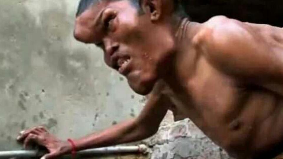 醉了!印度畸形男子近亲结婚,生下孩子奇丑无比