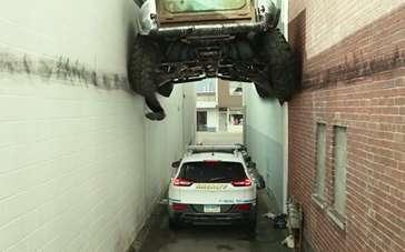 """《怪兽卡车》片段 公路""""实战""""戏耍交警"""