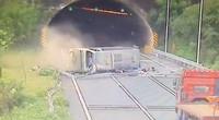 乐广高速公路发生大型客车侧翻事故  致3死7伤