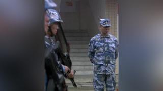 新兵参加人质解救训练,不料人质没看见自己先打起来了 #火蓝刀锋  #杨志刚