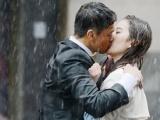 《露水红颜》曝光剧照 刘亦菲王学兵雨中湿身热吻