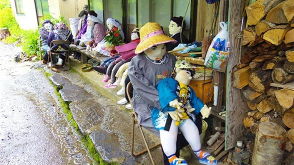 日本老人以死者为原型制作布偶,大大小小摆满全村,游客称惊悚!