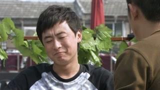 《你是我的亲人》抗震看起来很傻很天真 刘震不忍心告诉抗震真相
